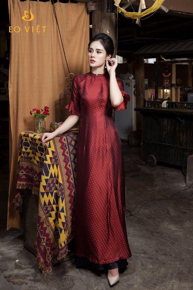 Áo dài lụa tơ tằm cách tân đỏ bã trầu