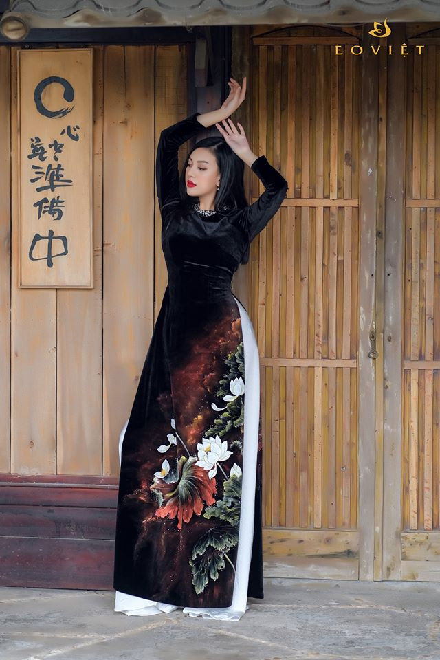 Áo dài nhung Hàn Quốc vẽ cọ sơn mài họa tiết hoa sen AD100/4