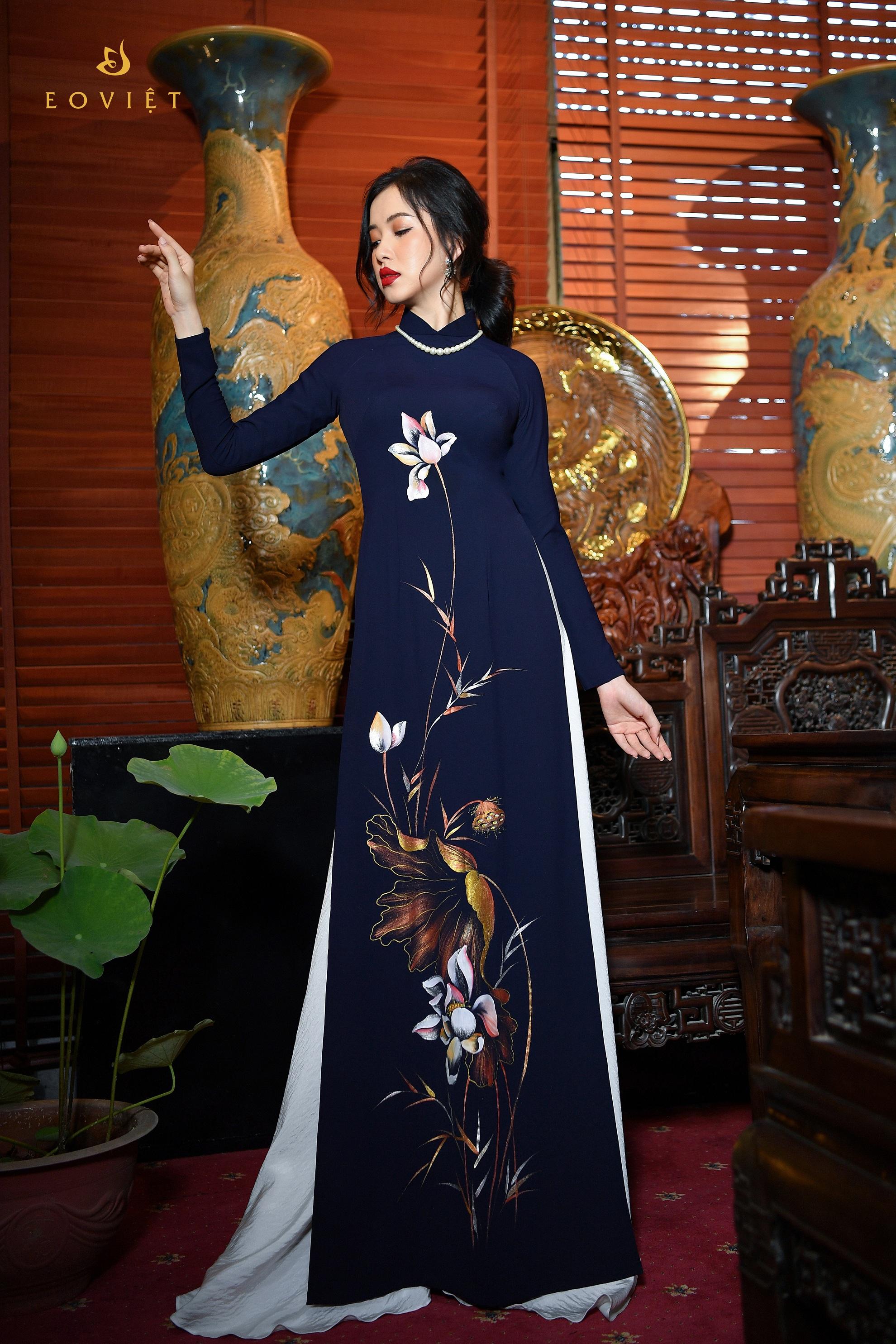 Áo dài họa tiết Hoa sen vẽ cọ sơn mài AD119