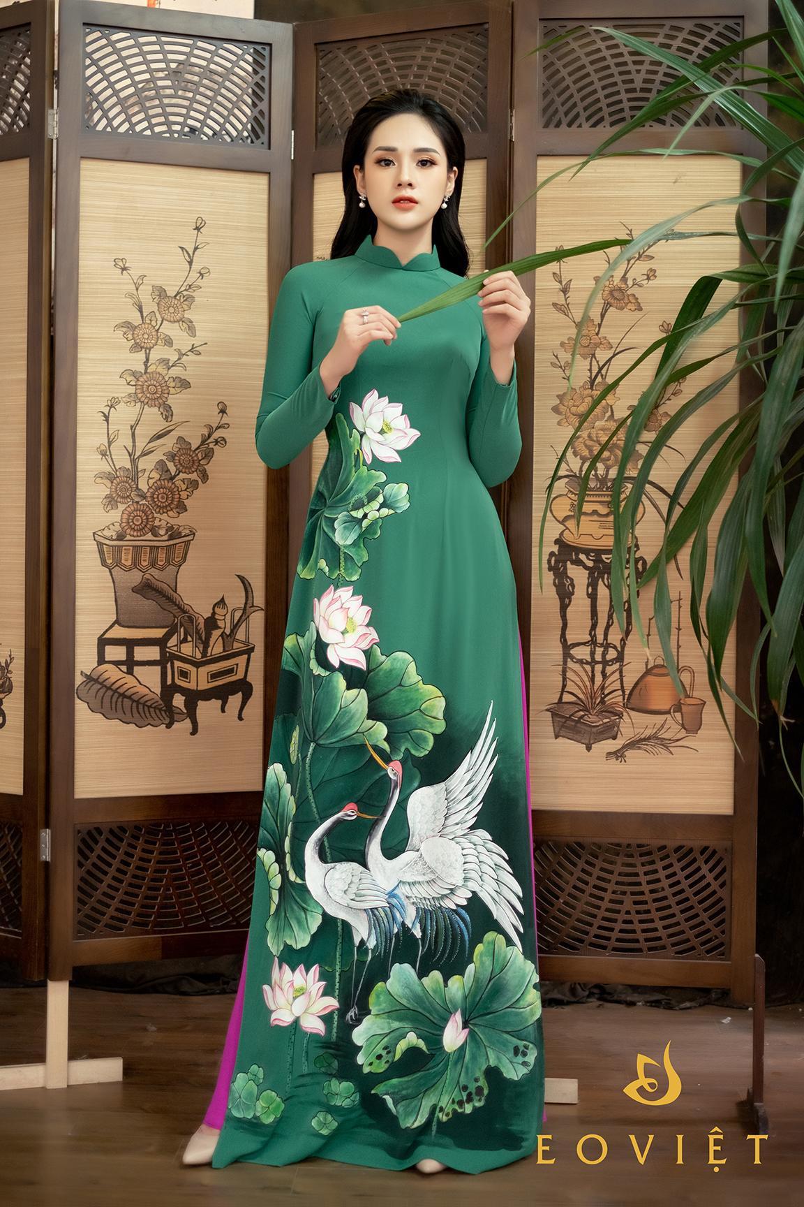 Áo dài vẽ cọ sơn mài cao cấp họa tiết Sen - Hạc AD17